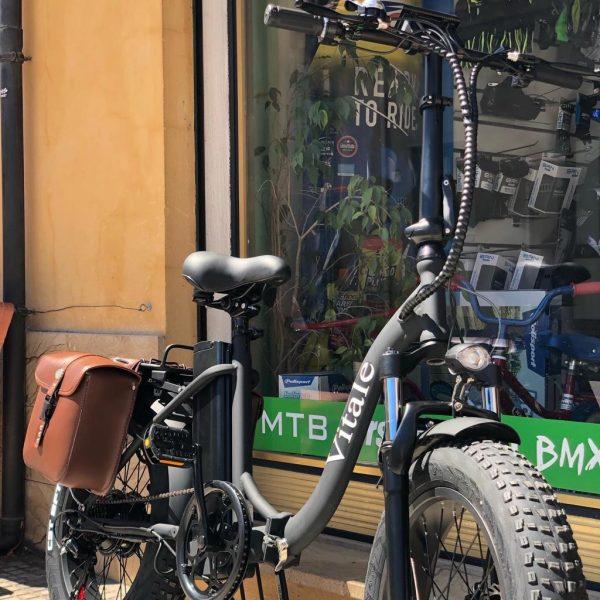 fat-bike-pieghevole-telaio-curvo-colore-nero